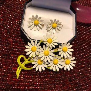 VTG Enamel Daisy Flower Brooch & Matching Earrings